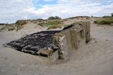 Заброшенный дот на песке