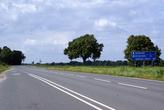 Шоссе от польской границы к Калининграду — здесь нужно сворачивать к зам ку Бальга
