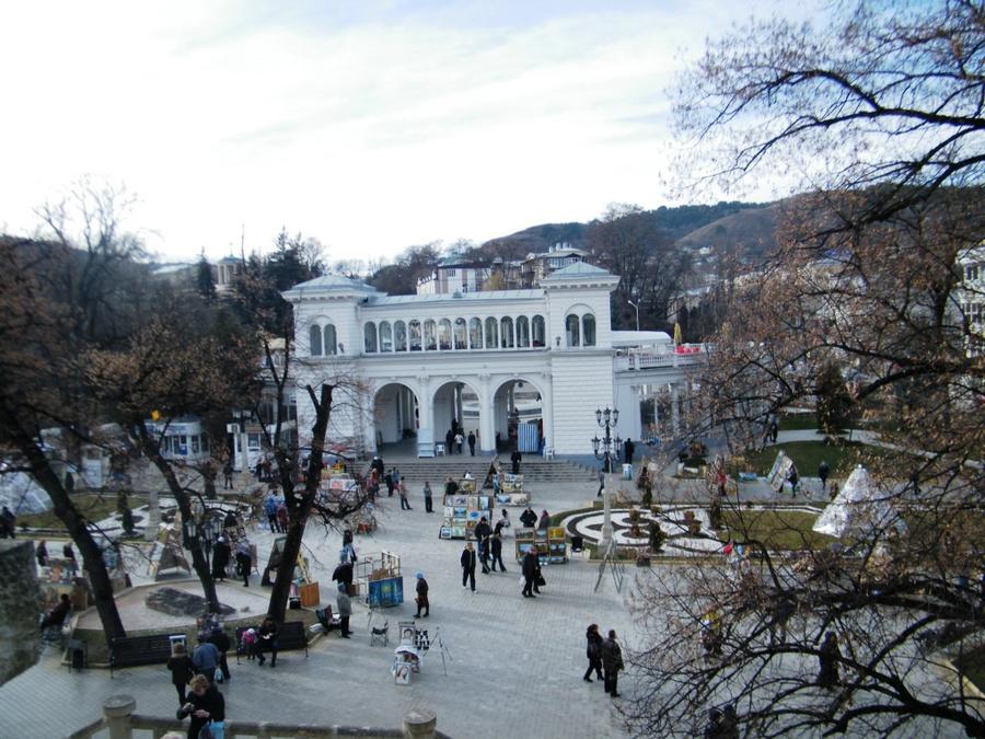 Коллонада при входе в Курортный парк — один из символов Кисловодска