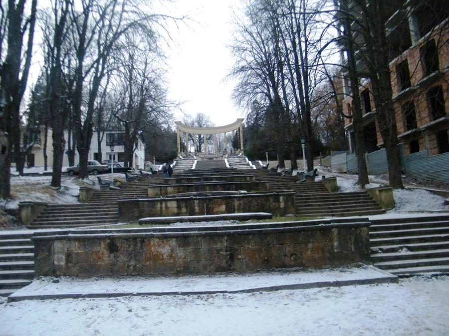 Каскадная лестница — один из входов в Курортный парк