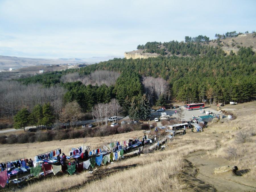 Рынок сувениров у горы Кольцо