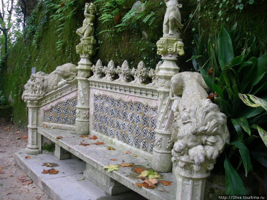 Скамьи в парке Кинты-де-Ригалейры