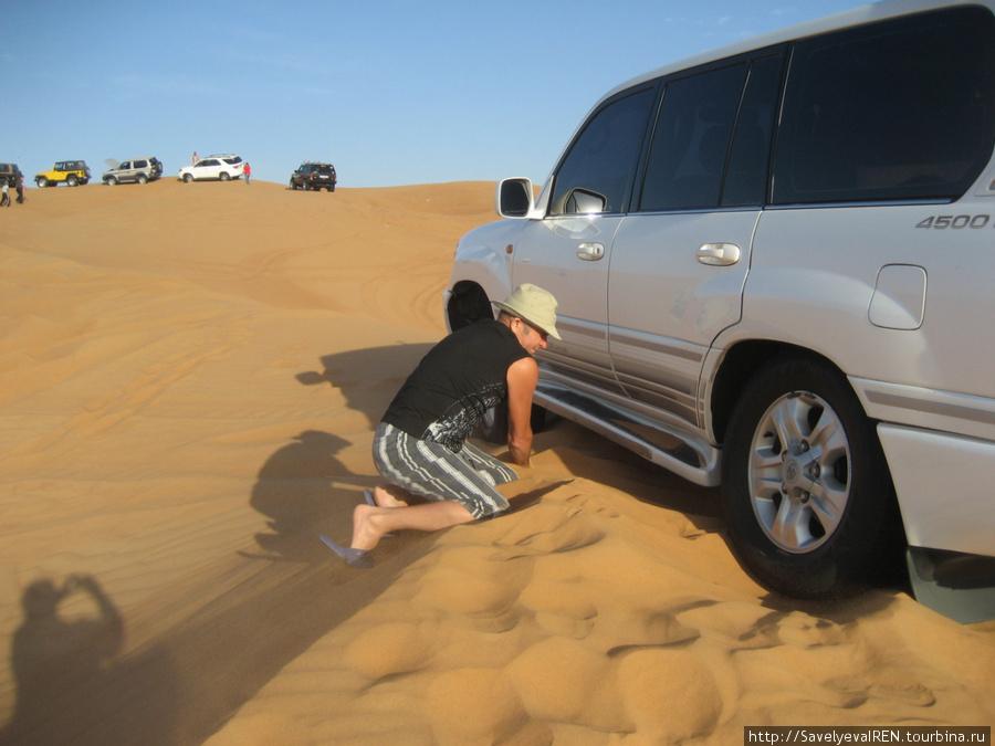 Пытались откопаться своими силами, но пришлось просить помощи.
