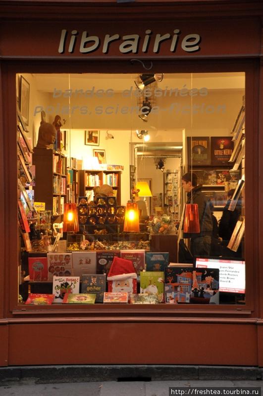 В книжных салонах и магазинах Ренна довольно оживленно: листать новинки в изысканной атмосфере — тоже часть завидного умения французов 'art de vivre'*, искусства жить ...с наслаждением.