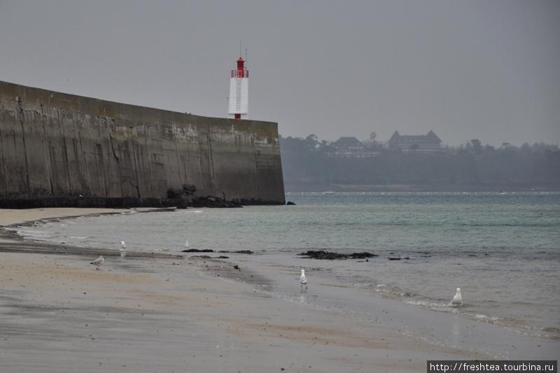 В прошлом пиратская гавань  на берегу Ла Манша, в наши дни Сен-Мало стал одной из главных  туристических