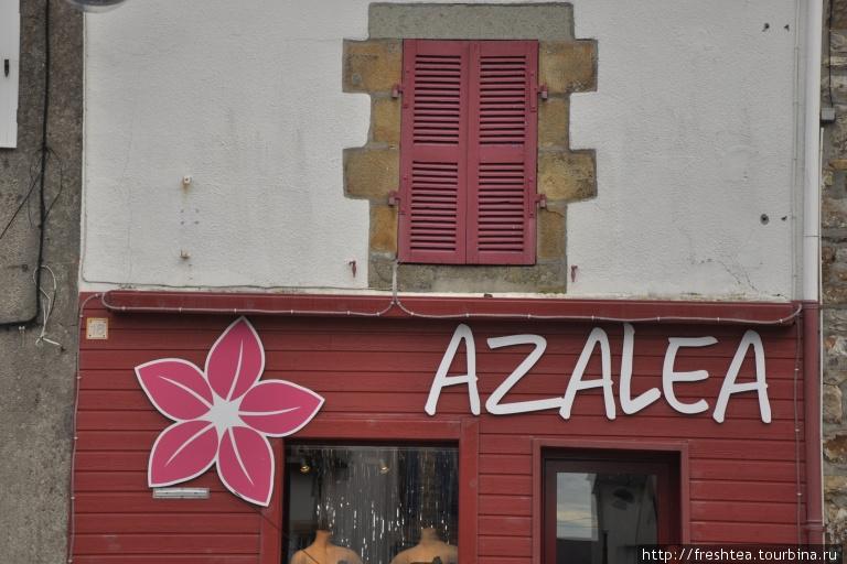 Суровые фасады старинных домов Крозона расцвечены новыми красками.