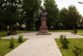 У монумента Степану Кузьмичу Нестерову