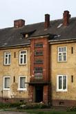 Подъезд двухэтажного дома в Нестерове