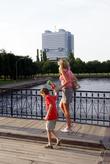 Мост через реку Преголя на остров Канта в Калининграде. На заднем фоне Дом советов