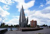 Монумент на берегу реки Преголя