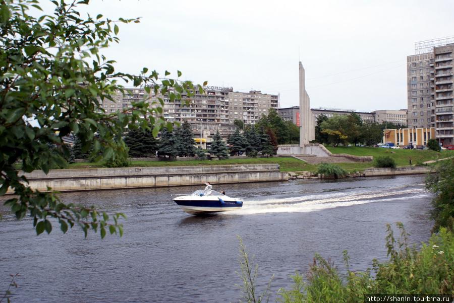 Моторка на реке Преголя Калининград, Россия