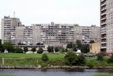 Новые дома на берегу реки Преголя в Калининграде