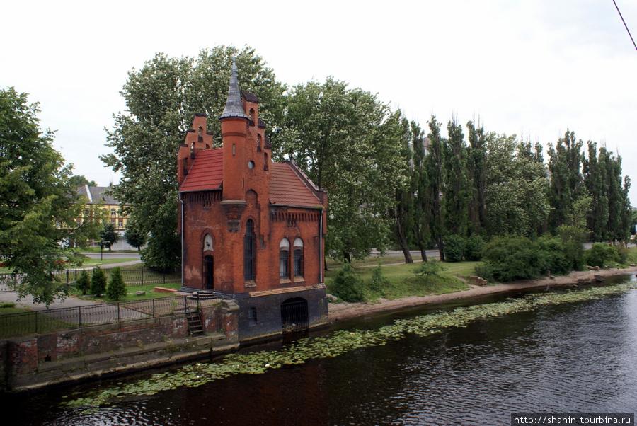Часовня на берегу реки Преголя в Калининграде Калининград, Россия