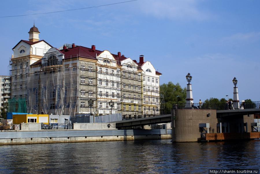 На берегу реки Преголя Калининград, Россия
