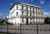 Здание на берегу реки у погранперехода в Советске